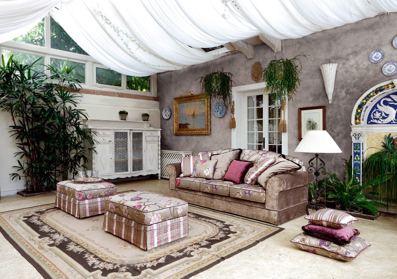 Centro divani classici elegant for Arredamento classico bologna